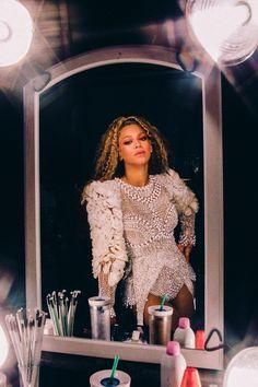 The latest news on the Queen👑 Estilo Beyonce, Beyonce Style, Queen Bee Beyonce, Beyonce And Jay Z, Jennifer Lopez, Beyonce Coachella, Beyonce Pics, Beyonce Photoshoot, Mrs Carter