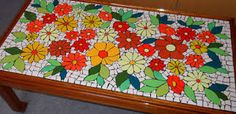 Resultado de imagen para mesas de centro CON MOSAICOS Mosaic Art, Mosaic Glass, Stained Glass, Mosaic Projects, Projects To Try, Mosaic Ideas, Gallery Wall Layout, Colours, Mosaic Tables