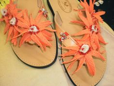 Σαγιονάρες συνέχεια..... Flip Flops, Sandals, Women, Fashion, Moda, Shoes Sandals, Fashion Styles, Beach Sandals, Fashion Illustrations
