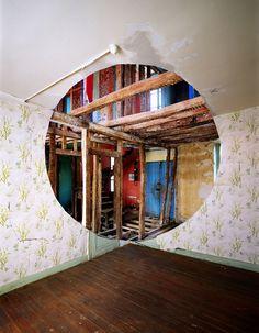 George Rousse (kunstfotograaf). Hij ontving op 9 jarige leeftijd tijdens kerst de legendarische Kodak Brownie camera. Sindsdien heeft hij zijn camera nooit meer losgelaten. Hij besloot om professioneel fotograaf en print technieken te gaan studeren. Later heeft hij een eigen studio geopend, gebaseerd op architectuur fotografie.