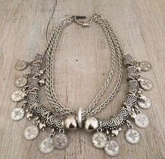 Collar Mantra - Comprar en Laquedivas Diy Necklace, Jewelry Necklaces, Beaded Bracelets, Metal Jewelry, Silver Jewelry, Collar Hippie, Jewelry Accessories, Jewelry Design, Oxidised Jewellery
