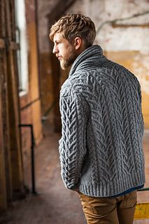 Cable cardigan Timberline by Jared Flood I love all the cables! Brooklyn Tweed Knitwear for Men TimberlineBrooklynTweed Timberline cardigan to knit up for Dad's next birthdayThis is gorgeous, My hubby loves it, which is unusual as he's not a sweater Brooklyn Tweed, Rugged Style, Man Style, Fashion Moda, Look Fashion, Fashion Fashion, Womens Fashion, Style Gentleman, Style Brut