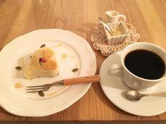 桜と小豆のケーキと穀物コーヒー #vegan #vegetarian #vegansofjapan #vegansweets #veganosaka #osaka #ヴィーガン #ベジタリアン #ビーガン #ヴィーガンスウィーツ #動物性不使用 #菜食 #大阪 (Babel cafe)