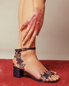 いいね!2,389件、コメント12件 ― Chiara Ferragni Collectionさん(@chiaraferragnicollection)のInstagramアカウント: 「The star sandals: in stores and online, and now on sale 🤗 #ChiaraFerragniShoes…」
