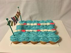 Swimming pool pull-apart cupcake cake: vanilla cupcakes with buttercream frosting and marshmallow swim lanes #LikealotCakes Pull Apart Cupcake Cake, Pull Apart Cake, Buttercream Frosting For Cupcakes, Vanilla Cupcakes, Water Birthday Parties, 5th Birthday, Birthday Ideas, Cupcake Wars, Cupcake Cookies