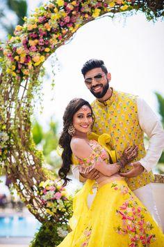 Vibrant Destination Wedding With Stunning Decor & Gorgeous Outfits! Couple Wedding Dress, Wedding Dresses Men Indian, Wedding Outfits For Groom, Indian Wedding Planning, Wedding Couples, Indian Destination Wedding, Sikh Wedding, Romantic Couples, Bridal Dresses