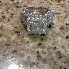 Beautiful 3 carat ring... Oh My! Almost like mine! I just don't have the exta square