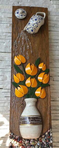 Peça de madeira em picassiete e pedras.