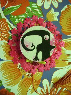 Obra: Desusado operativo.  Artista: Emerson Pontes.  Mostra Caixas Pretas sobre Cubo Branco, em Recife, Brasil, 2010.