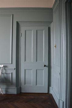 Leoma's Awe Inspiring London Home My favourite Oval Room Blue via Farrow & Ball Room Colors, House Colors, Paint Colors, Paint Colours For Hallway, Wall Colours, Farrow And Ball Paint, Farrow Ball, Farrow And Ball Bedroom, Farrow And Ball Blue Gray