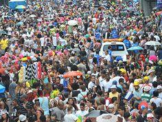 """O bloco sai em Copacabana, domingo e segunda de carnaval, dias 10 e 11, às 18h. Concentra na rua Paula Freitas, esquina com Avenida Atlântica, segue por várias ruas do bairro e volta para o ponto de origem. Obs: As informações são de responsabilidade dos blocos. Estão sujeitas a alterações de data e local sem...<br /><a class=""""more-link"""" href=""""https://catracalivre.com.br/rio/agenda/barato/choppinho-da-paula-freitas/"""">Continue lendo »</a>"""