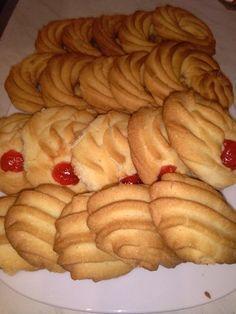 Ελληνικές συνταγές για νόστιμο, υγιεινό και οικονομικό φαγητό. Δοκιμάστε τες όλες Greek Sweets, Greek Desserts, Greek Recipes, Amaretti Cookies, Biscotti Cookies, Sweets Recipes, Cookie Recipes, Greek Cookies, Biscuit Bar