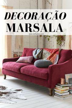 como fazer decoração marsala na sua casa. sofá vinho. sofá com cor forte. decoração de sala. decoração com cores.