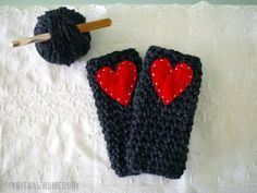 Free crochet pattern: Super quick and chunky wrist warmers – Habitual Homebody