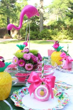 Keep this summer fresh and fun with this Kara's Party Ideas featured Tropical Flamingo Themed Birthday Party. You have to see the pink pineapples! Pink Flamingo Party, Flamingo Birthday, Luau Birthday, 1st Birthday Parties, Party Mix, Luau Party, Party Centerpieces, Summer Parties, Pool Parties