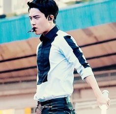 baekbyunniee:  kyungsoo dripping sweat in the blazing heat during el dorado