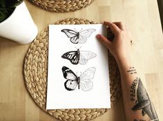 Disponibles para vuestras pieles ✏️👓 #andrealosantos #ilustracion #illustration #illustrator #art #artwork #butterflies #dotwork #dotworktattoo #sketch #sketchbook #ink #tinta #dibujo #draw #drawing #tattoo #tattooapprentice