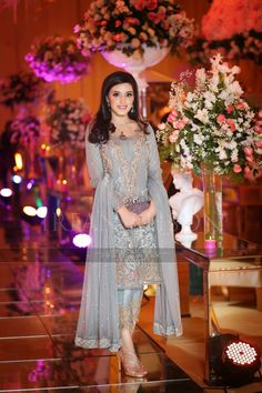 A Guide To Bridesmaids Dresses Net Dresses Pakistani, Pakistani Party Wear, Pakistani Wedding Outfits, Pakistani Dress Design, Bridal Outfits, Bridal Dresses, Gala Dresses, Party Wear Dresses, Casual Dresses