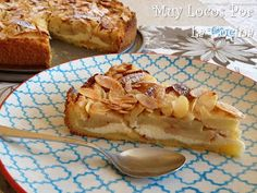 Laminated Apple and Almond Cake with Cheese Filling - Very Crazy For The Kitchen: Laminated Apple and Almond Cake with Cheese Stuffing - Coffee Recipes, My Recipes, Cake Recipes, Favorite Recipes, Apple And Almond Cake, Almond Cakes, Apple Cake, Apple Desserts, Easy Desserts