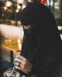 Hijab Niqab, Muslim Hijab, Hijab Outfit, Niqab Fashion, Muslim Fashion, Fashion Outfits, Hijabi Girl, Girl Hijab, Muslimah Wedding Dress