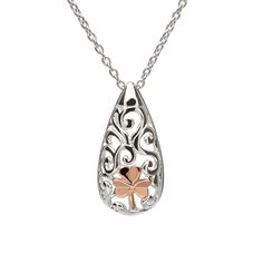 Oval Celtic pendant with rose gold Shamrock #houseoflor #irishjewelry #irishgold #pendant #sterlingsilver #rosegold #shamrock #celticjewelry