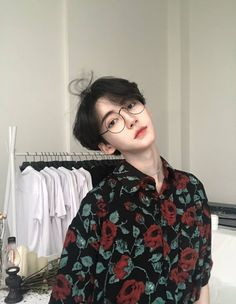 Discover recipes, home ideas, style inspiration and other ideas to try. Korean Girl Ulzzang, Pelo Ulzzang, Couple Ulzzang, Beautiful Boys, Pretty Boys, Cute Boys, Beautiful People, 3 Boys, Cute Asian Guys