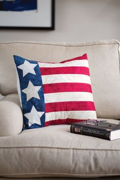 This Patriotic Pillow is a quick and easy weekend project using our lapped-back pillow finishing technique.