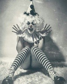 When you need a little horror in your strange. Dark Circus, Circus Art, Circus Theme, Gruseliger Clown, Cute Clown, Cirque Vintage, Vintage Clown, Vintage Circus Costume, Vintage Carnival