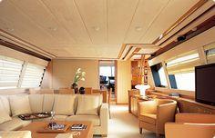 Interior de uma das embarcações