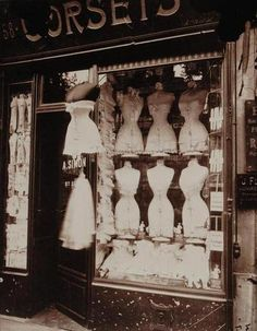 corset shop on boulevard de strasbourg, paris. shot by eugene atget. Vintage Paris, Vintage Dior, Vintage Fashion, Paris 1920s, 1950s Fashion, Steampunk Fashion, Victorian Fashion, Gothic Fashion, Fashion Fashion