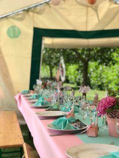 Table rose et vert d'eau moulin à vent