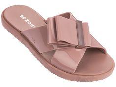 Doplňte své letní outfity o tyto stylové pantofle od značky Zaxy. Pantofle mají krásnou neutrální barvu a originální zdobení na pásku. #differentcz #zaxy #damskepantofle #damskaobuv Flat Sandals, Flats, Strings, Pool Slides, Lush, Slippers, Slip On, Connect, Shoes