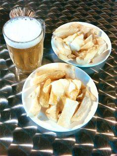 Éstas son en teoría las mejores patatas bravas de #Barcelona #BarDonTomás ... yo las descarto, muchas otras me han conquistado en este viaje #DionisioPimiento #Food #Foodie