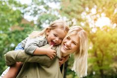Children in Single-Mom-by-Choice Families Do Just as Well as Those in Two-Parent Families - A new study has found no difference in the well-being of kids raised by two parents and those raised by a mother who has chosen to be a single parent. Parenting Classes, Single Parenting, Parenting Advice, Kids And Parenting, Parenting Quotes, Narcissist Father, Piggy Back Ride, Child Custody, Custody Laws