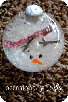 Melted snowman ornament - DIY What a simple and great idea. This looks like a very do-able project! http://www.occasionallycrafty.com/2012/12/melted-snowman-ornament.html