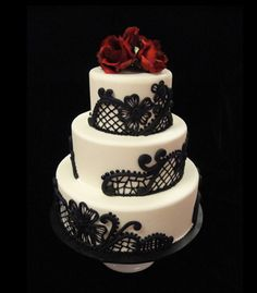 #18 A Traditional or Non-traditional Cake: Black Lace (except I would have the cake be gold, not white) with red roses. #modcloth #wedding