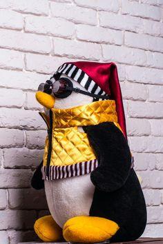 Hugsy (Joey's Bedtime Penguin Pal) Friends TV Show Friends Series, All Friends, Friends Tv Show, Friends Forever, My Friend, Best Tv Shows, Best Shows Ever, Favorite Tv Shows, My Favorite Things