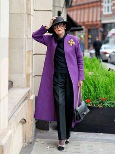 Blogger Ari Seth Cohen is nog maar 28, maar houdt van de stijl van oudere dames omdat ze zo ongecompliceerd zichzelf kunnen zijn. Hij verzamelt de mooiste outfits op zijn blog advancedstyle.streetstyle.com