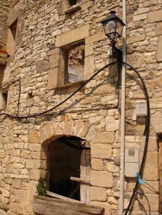 Solar disponible cuya ocupación es de 31 m², para reconstruir una casa unifamiliar entre medianeras de dos plantas con desván y sótano, en la calle Solitària, 4 de Passanant en la comarca de la Conca de Barberà.