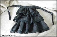 The Walrus Room: Picture Tutorial: Sew a Jabot (My own style)