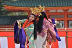 2 women dancing in junihitoe at the Heian Shrine.
