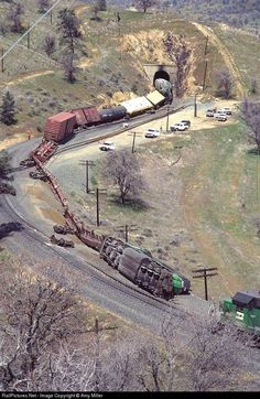 Net Photo: BN 8073 Burlington Northern Railroad EMD at Tehachapi, California by Amy Miller Abandoned Train, Abandoned Places, Railroad Pictures, West Coast Road Trip, Burlington Northern, Railroad Photography, Train Pictures, Old Trains, Train Layouts