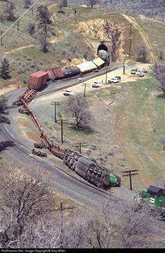RailPictures.Net Photo: BN 8073 Burlington Northern Railroad EMD SD40-2 at Tehachapi, California by Amy Miller