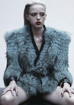 Commons & Sense Magazine - Justify  Fur Fourrure Pelliccia шуба кольцо уплотнител