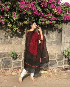 A handcrafted Dupatta sourced from the finest artisans of India. Black Pakistani Dress, Simple Pakistani Dresses, Pakistani Girl, Fat Girl Fashion, Kurti Designs Party Wear, Ethnic Outfits, Stylish Girls Photos, Daily Dress, Girl Photography Poses