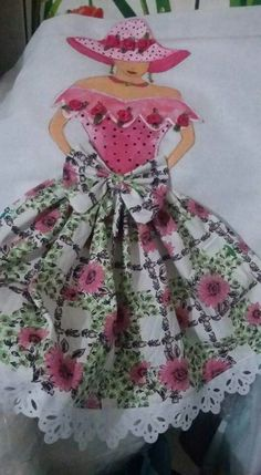 J Bordados E Cia, Coat Of Many Colors, Applique Designs, Quilting Designs, Girls Quilts, Fabric Crafts, Sewing Crafts, Sewing Projects, Sunbonnet Sue