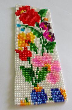Bracelete lindíssimo artesanal, feito com miçangas Jablonex, no tear, em cores diversas. Faço de acordo com a medida do pulso da cliente.