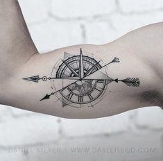 Compass Tattoos Arm, Tattoos Arm Mann, Compass Tattoo Design, Arrow Tattoos, Forearm Tattoos, Body Art Tattoos, Cool Tattoos, Tatoos, Mini Tattoos