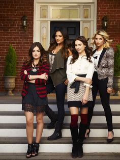 Pretty Little Liars Cast Photo. Aria(far left) I love her whole outfit