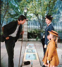 Mary Poppins: El deshollinador (Dick van Dike) y la institutriz (Julie andrews).